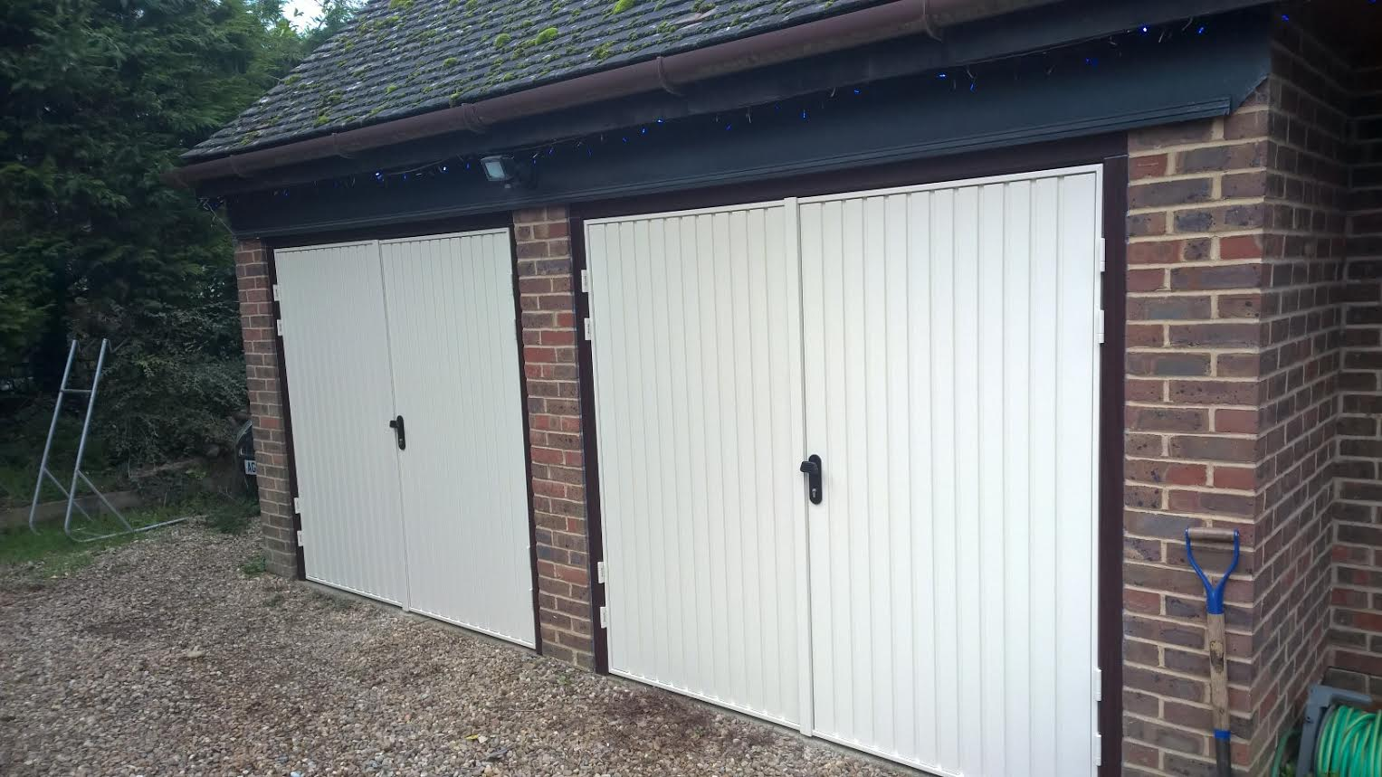 syresham side hinged garage doors