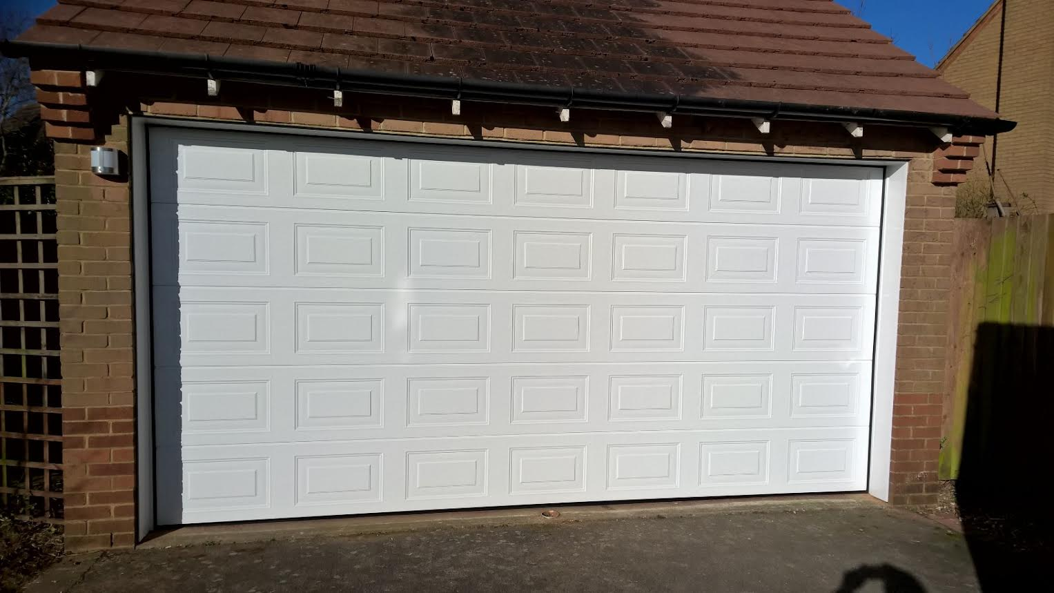 Sectional garage door brackley elite gd for Sectional glass garage door
