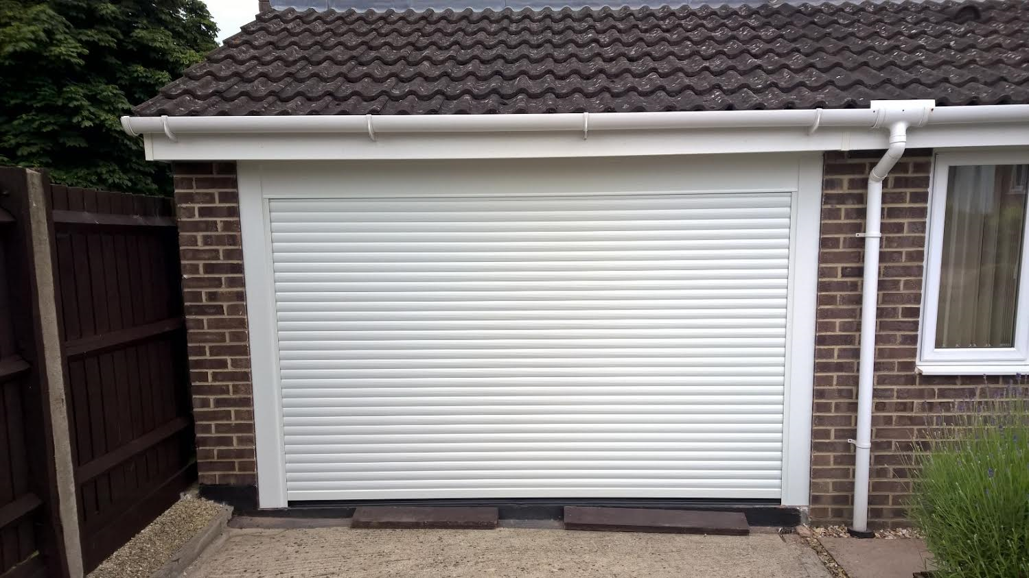 Compact Electric Roller Garage Door in Kidlington - Elite GD on loc rollers, gate rollers, metal ball rollers, sexy hair rollers, landscaping rollers, electric rollers, garage storage, industrial rollers, garage plans, concrete rollers, paving rollers, textured rollers, men in rollers, stucco rollers, permanent wave rollers, small rubber rollers, women in rollers, appliance rollers, track rollers, garage doors with red,