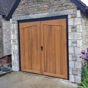gatcombe side hinged garage door